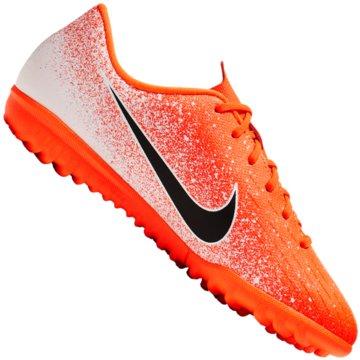 Nike Multinocken-Sohle orange
