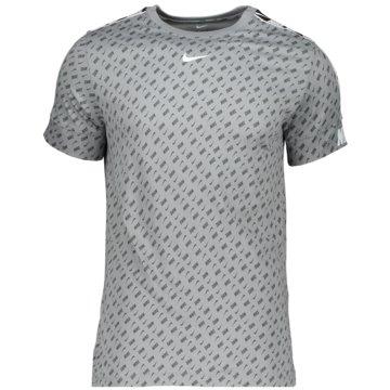 Nike T-ShirtsM NSW REPEAT SS TEE PRNT - DD4498-073 -