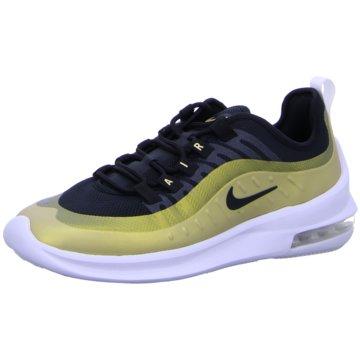 Nike Street Look gold